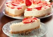 Sweet cheesecake with strawberries — Stock Photo