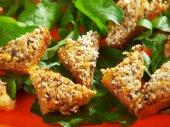 Bruschetta with gouda and sesame seeds — Stock Photo