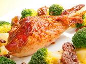 Turkey with broccoli and potatoes — Stock Photo