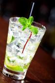 Mojito cocktail in vetro — Foto Stock