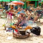 Thai woman selling on Chaweng Beach — Stock Photo #63339673