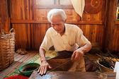 Extracting lotus threads, Myanmar — Stock Photo
