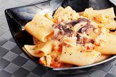 Rigatoni with crab and mushrooms — Stock Photo