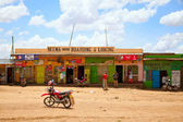 Kenyan people near small shop — Stock Photo