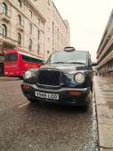Black cab in London — Stock Photo