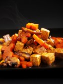 Thai tofu with carrots and mushrooms — Stock Photo