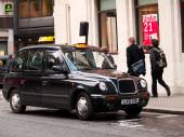 Black taxi car in London — Stock Photo