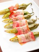 Grilled jalapenos wrapped in bacon — Stok fotoğraf