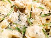 Cheese Ravioli with rosemary — Стоковое фото