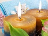 Spa products with candles and flowers — Стоковое фото