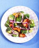 Broccoli och kyckling sallad — Stockfoto