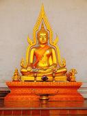 Buddha statue in Wat Chedi Luang — Stock Photo