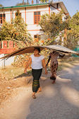Burmese women carrying bamboo wall — Stock Photo