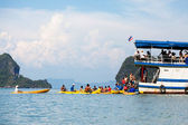 Kayaking in Pang Nga Bay — Stock Photo
