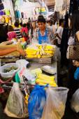 Busy market street in Bangkok — Stock Photo