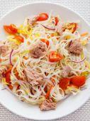 Rice noodle salad with tuna — Stock Photo