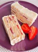 Vanilla cake with strawberry — ストック写真