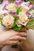 Bouquet of roses and freesias in the hands of the bride — Stock Photo