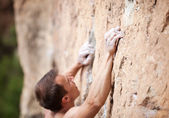 Cropped view of male rock climber on cliff — Stockfoto