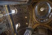 内政部在梵蒂冈圣伯多禄大殿. — 图库照片