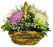 Basket of chrysanthemums and roses — Zdjęcie stockowe