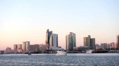 Motorboat rides alone Dubai creek at sunset time. — Stock Video