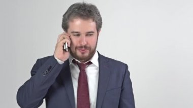 Businessman in suit with tie smiling and talking on the phone full video — Stock Video