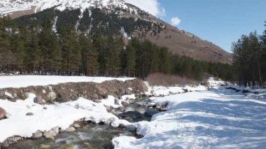 River near Elbrus mountain 4k video — Vídeo de stock