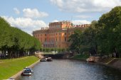 Mikhailovsky palace — Stock Photo