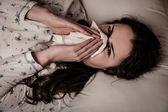 Asia mujer caucásica con gripe y feaver — Foto de Stock