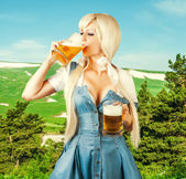 Oktoberfest woman drink froth beer from mug — Stock Photo