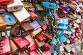 COLOGNE, GERMANY - AUGUST 26, 2014, Thousands of love locks which sweethearts lock to the Hohenzollern Bridge to symbolize their love on August 26 in Koln, Germany  — ストック写真