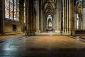 Köln, Almanya - Ağustos 26: Ağustos 26, Köln Katedrali içine yürüyüş yolu 2014 yılında Köln, Almanya. yılında başlamıştır 1248 ve eksiksiz 1880 yılında tamamlandı — Stok fotoğraf