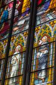 COLOGNE, GERMANY - AUGUST 26: Stained glass church window with Pentecost theme in the cathedral on August 26, 2014 in Cologne — Foto Stock