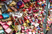 COLOGNE, GERMANY - AUGUST 26, 2014, Thousands of love locks which sweethearts lock to the Hohenzollern Bridge to symbolize their love on August 26 in Koln, Germany  — Zdjęcie stockowe