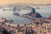 Rio de janeiro, brasilien. suggar-laib und botafogo-strand vom corcovado aus gesehen — Stockfoto