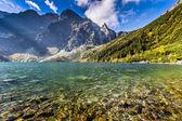 Green water mountain lake Morskie Oko, Tatra Mountains, Poland — Photo