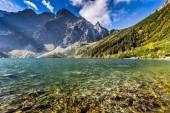 Grüne wasser mountain lake morskie oko, tatra-gebirge, polen — Stockfoto