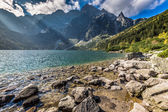 Agua verde montaña lago morskie oko, montañas tatra, polonia — Foto de Stock