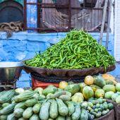 świeże przeciwutleniacz w tradycyjnych warzywo rynku w indiach. — Zdjęcie stockowe