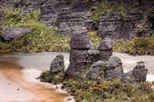 Bizarre ancient rocks of the plateau Roraima tepui - Venezuela, Latin America  — Stockfoto