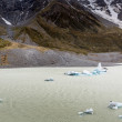 Hooker Lake in Mount Cook National Park, New Zealand — Stock Photo #59252715