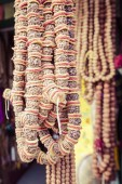 Yerel Nepal pazarında geleneksel Hediyelik eşya. — Stok fotoğraf