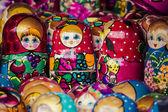 Colorful Russian nesting dolls matreshka at the market. Matriosh — Stock Photo