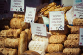 Traditionelle polnische geräucherter Käse Oscypek in zakopane — Stockfoto