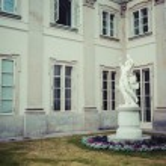 The Lazienki palace in Lazienki Park, Warsaw. Lazienki Krolewski — Stock Photo #77734186