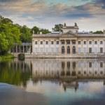 The Lazienki palace in Lazienki Park, Warsaw. Lazienki Krolewski — Stock Photo #77734340