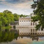 The Lazienki palace in Lazienki Park, Warsaw. Lazienki Krolewski — Stock Photo #77734364