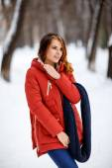 Photo beautiful woman in winter park. — Photo