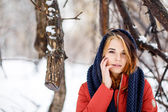 Portrait of a beautiful woman in a winter park. The park is a lo — Stock Photo